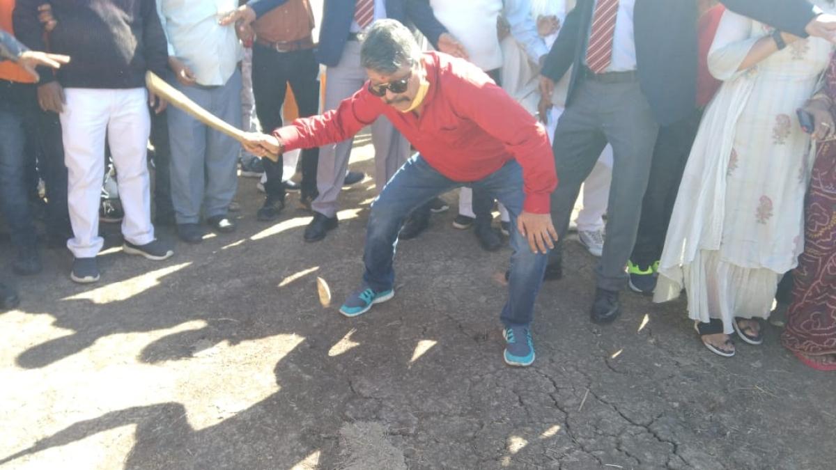 Indore: BJP's Kailash Vijayvargiya targets Mamta Banerjee, says BJP kite soars, TMC's a kati patang