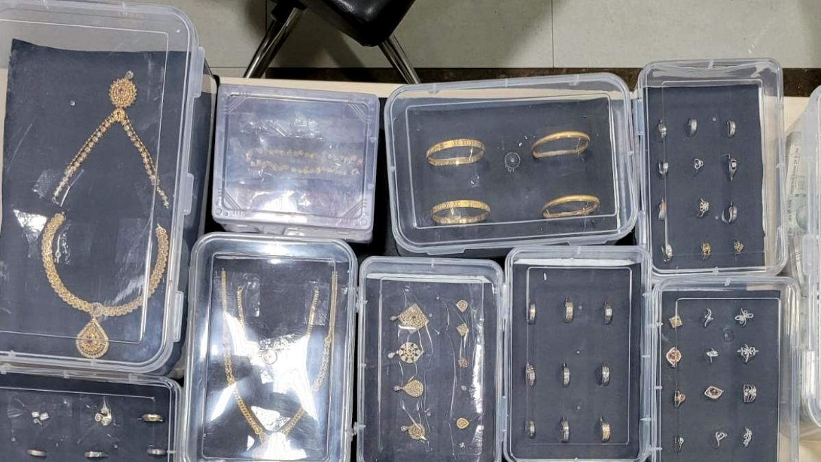 Mumbai Police, UP STF arrests trio, cracks Mira Road jewel shop loot case