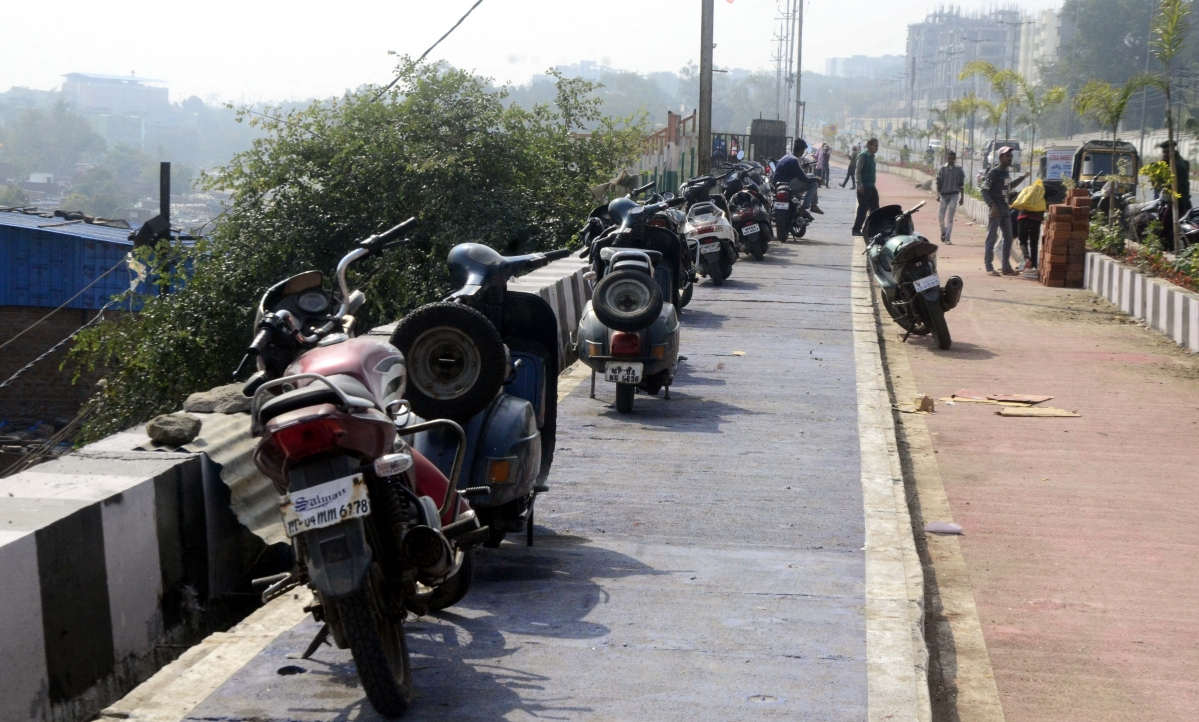Bhopal: Reserved lanes of smart road turns into illegal parking