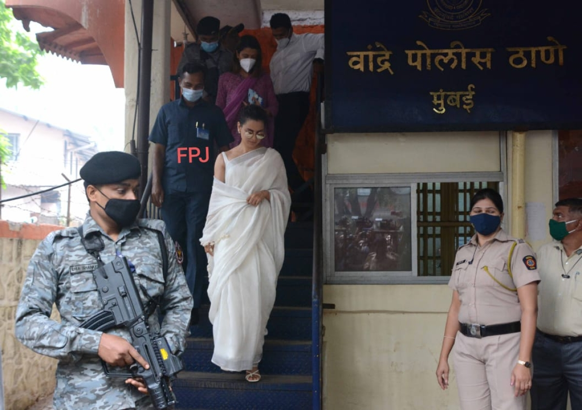 Mumbai: Kangana Ranaut arrives at Bandra Police station to record statement in sedition case; see pics