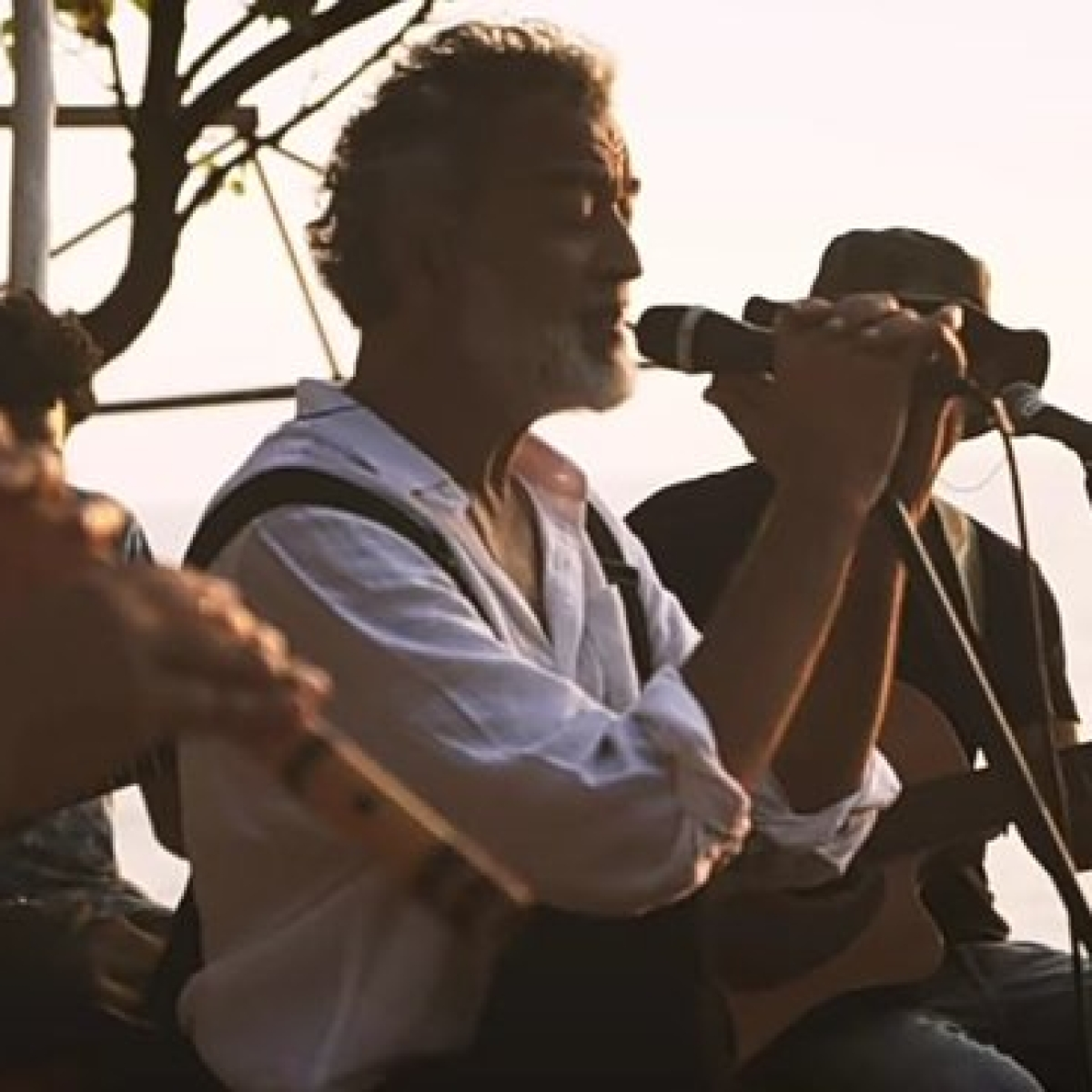 Watch: Lucky Ali creates magic with melodious unplugged rendition of 'Sayyaah'