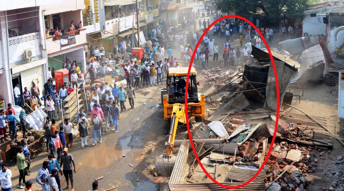 Madhya Pradesh: Shopkeepers vow to turn terrorists, Naxals after Khargone administration demolishes shops