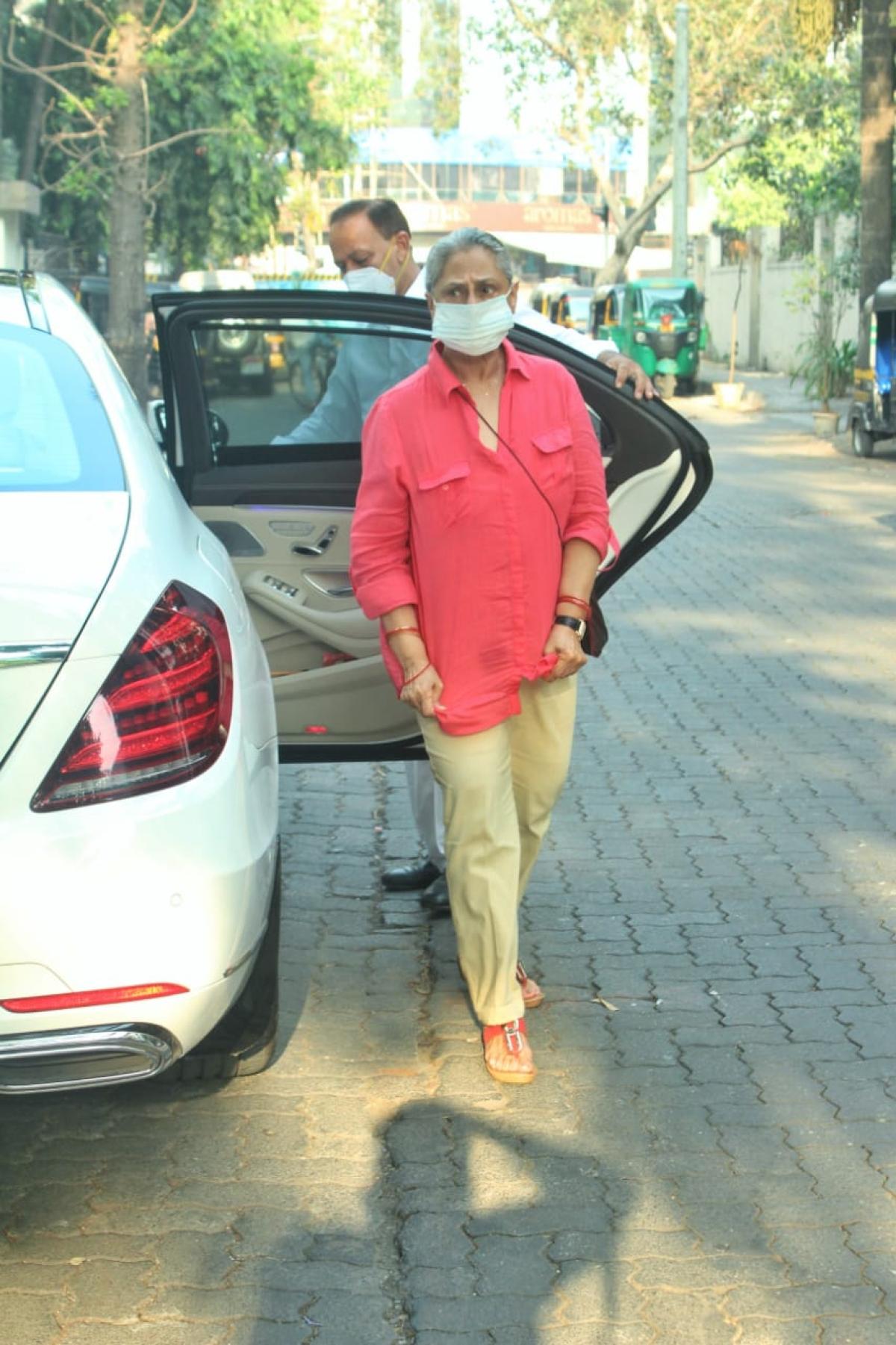 Jaya Bachchan snapped at Pradhan clinic in Juhu