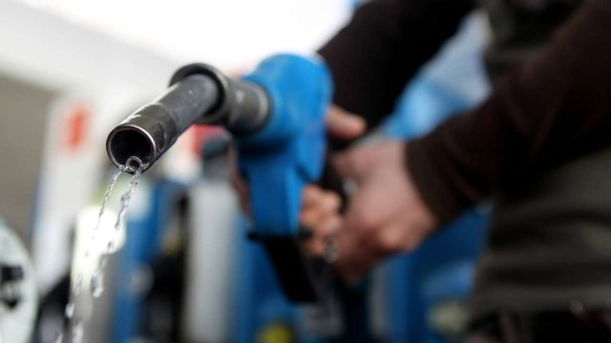 Petrol and diesel prices remain unchanged on April 28: Check fuel prices in Mumbai, New Delhi, Kolkata and Chennai
