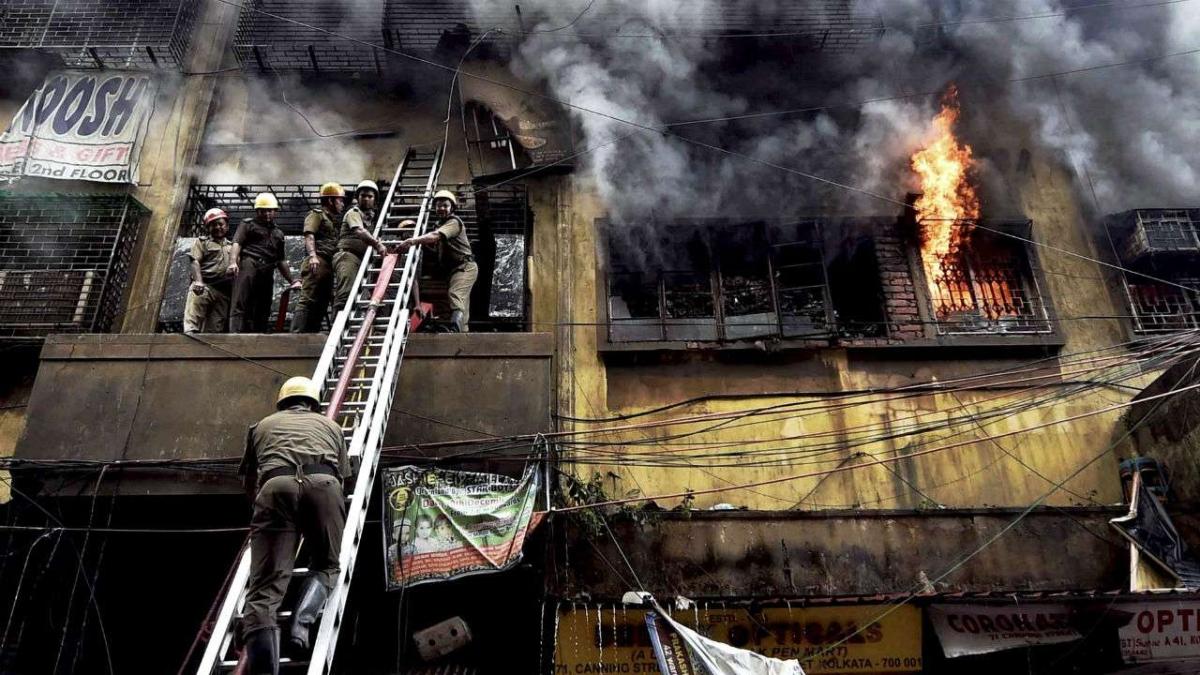 Mumbai: 3 injured in fire at Saki Naka market