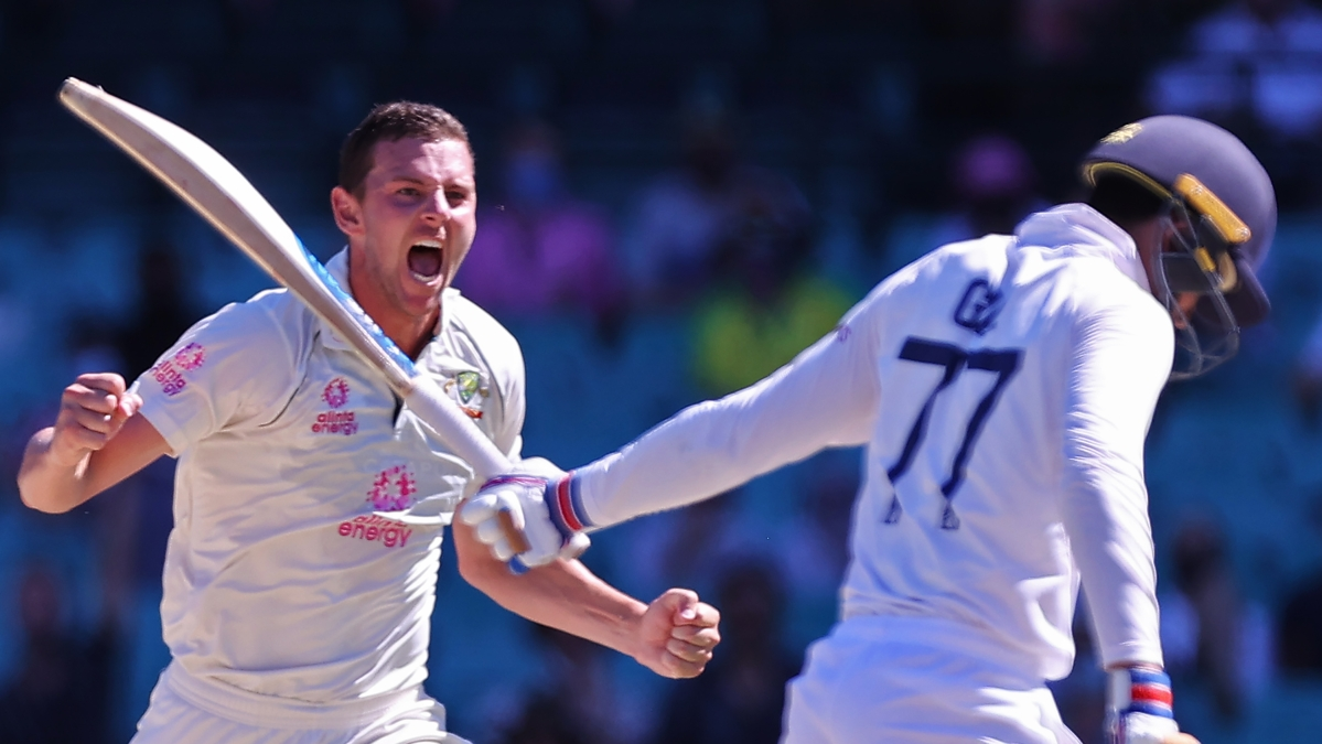 Nathan Lyon celebrates the wicket of Shubman Gill