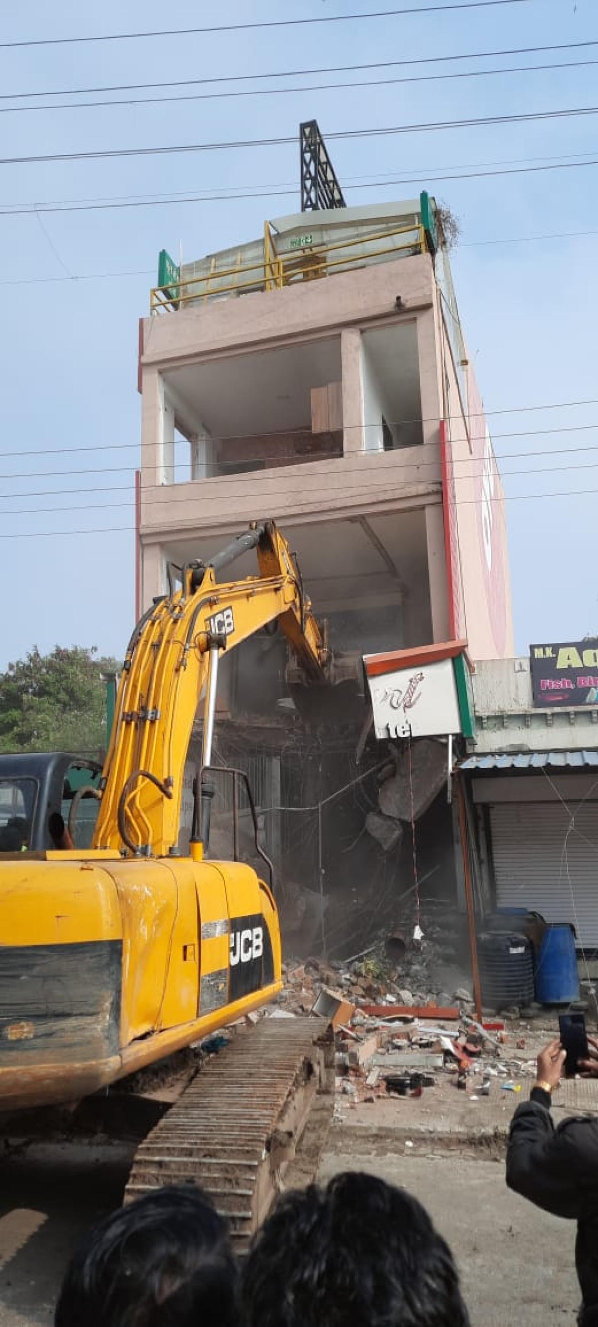 Hotel Sweetheart being demolished