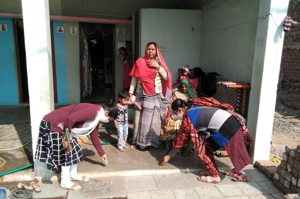 Madhya Pradesh: Teachers show Ayushman Yojana highlighted in TV serial Taarak Mehta Ka Ooltah Chashmah to villagers