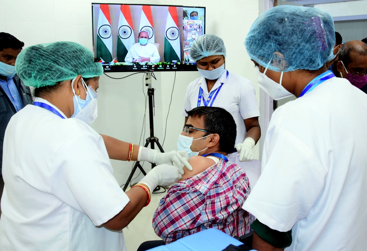 Odisha: 2 health care workers admitted to hospital after receiving COVID-19 vaccine