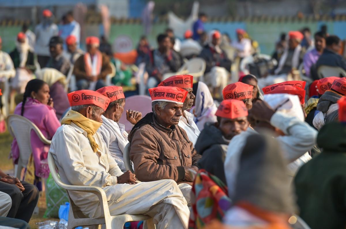 Mumbai: Farmers from across Maharashtra gather at Azad Maidan; Sharad Pawar, key MVA leaders to address rally