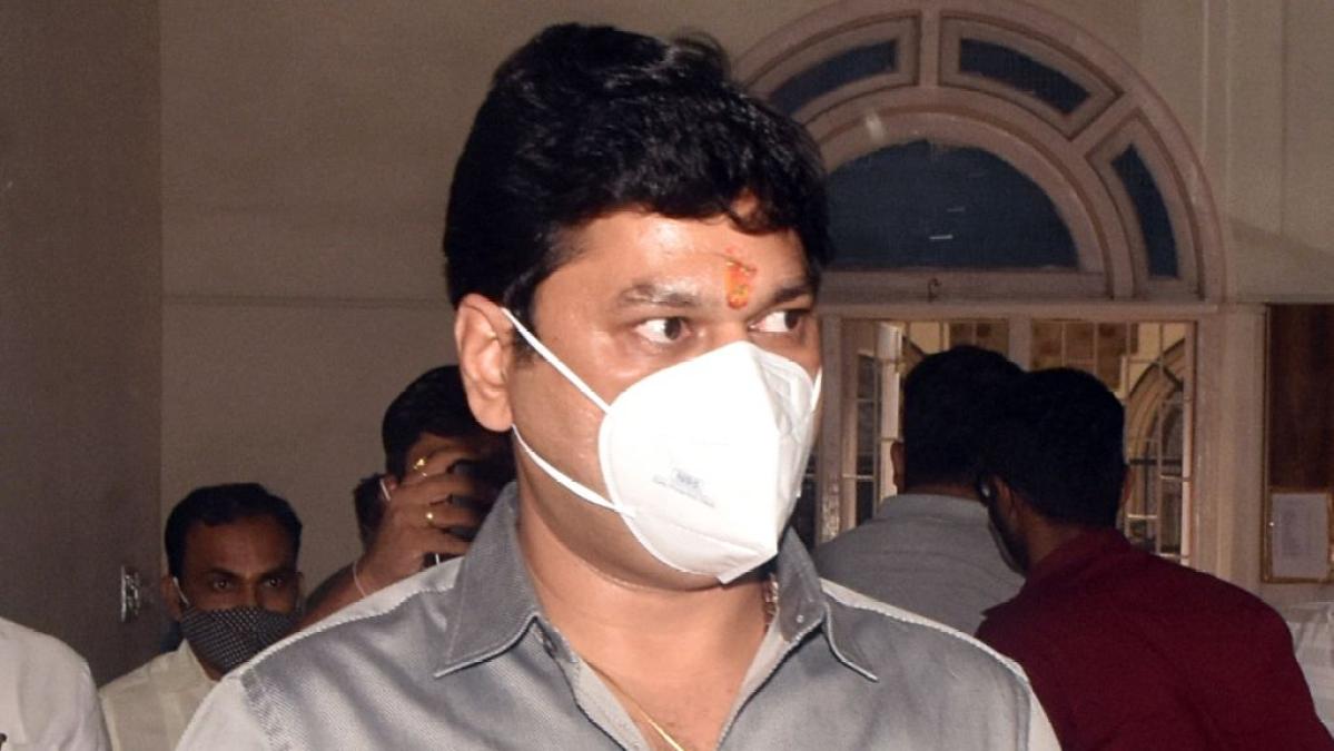 Mumbai: Singer withdraws rape charges against Dhananjay Munde