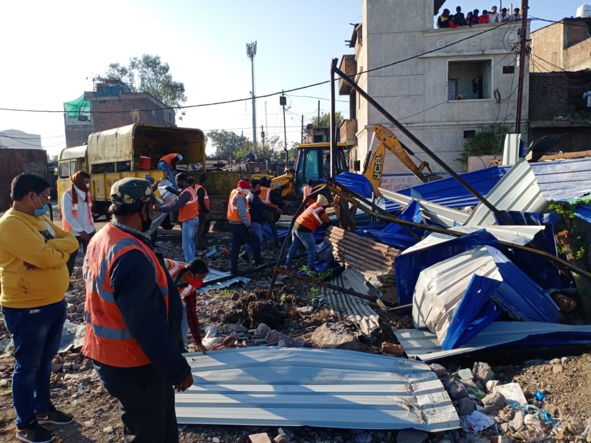 Indore: IMC removes encroachment from Khajrana pond