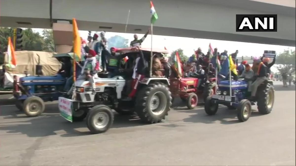 Protesting farmers reach ITO in Central Delhi