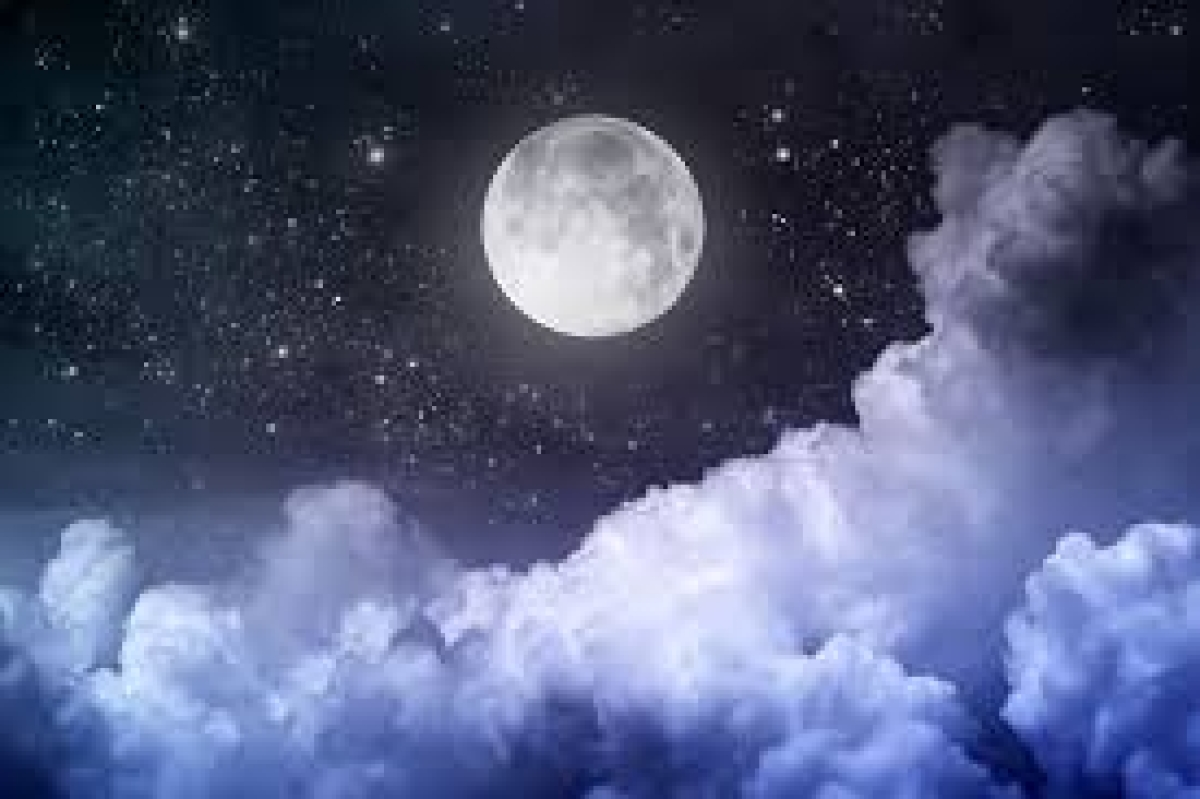 Nights before a full moon, people sleep late and less: Study