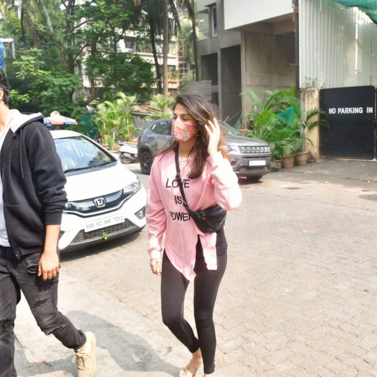 Mumbai: SC asks NCB to seek cancellation of actor Rhea's bail in drug case