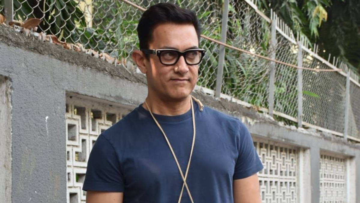 Aamir Khan called out for playing cricket without wearing a mask; watch video