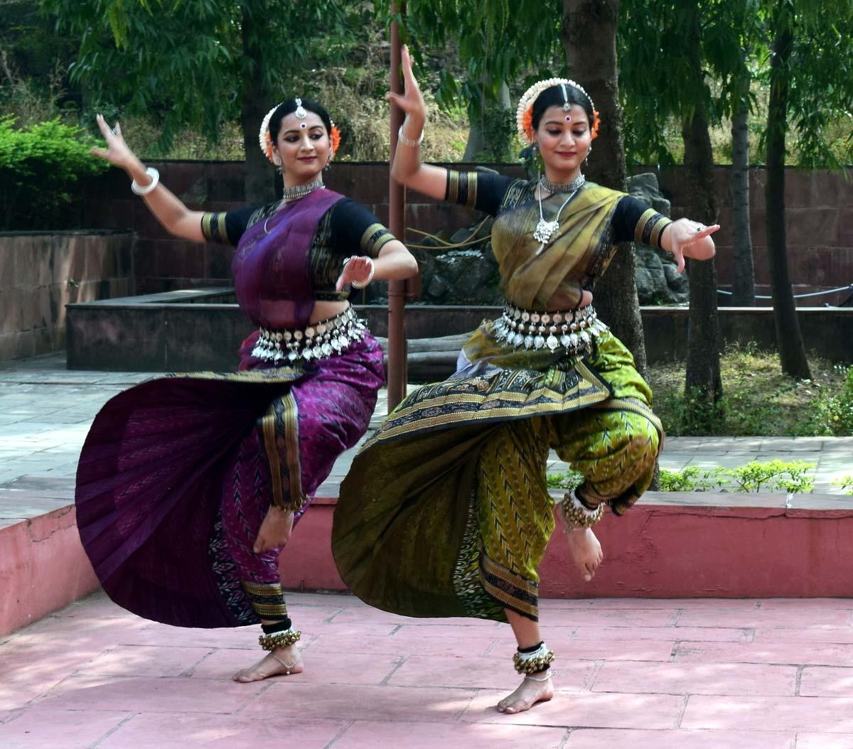 Bhopal: 'Atulya Bharat Madhya Pradesh' kicks off with folk and classical dance at IGRMS