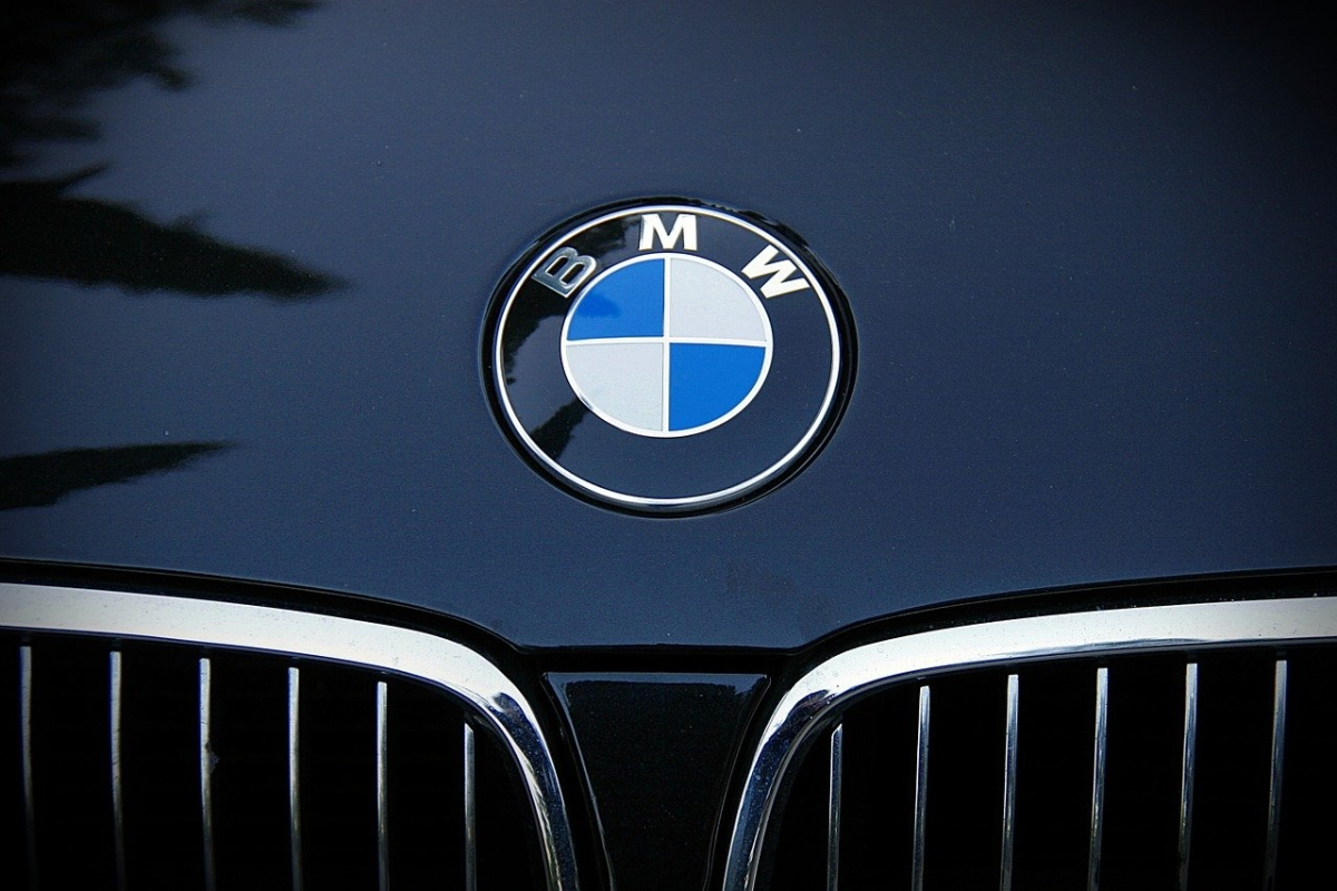 China propels BMW to strong profits, Germany lags