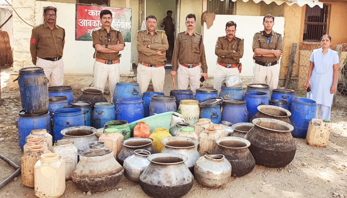 KHARGONE: Illicit liquor and goods worth Rs 1.70 lakh seized in Sanawad tehsil, 4 arrested, 7 booked