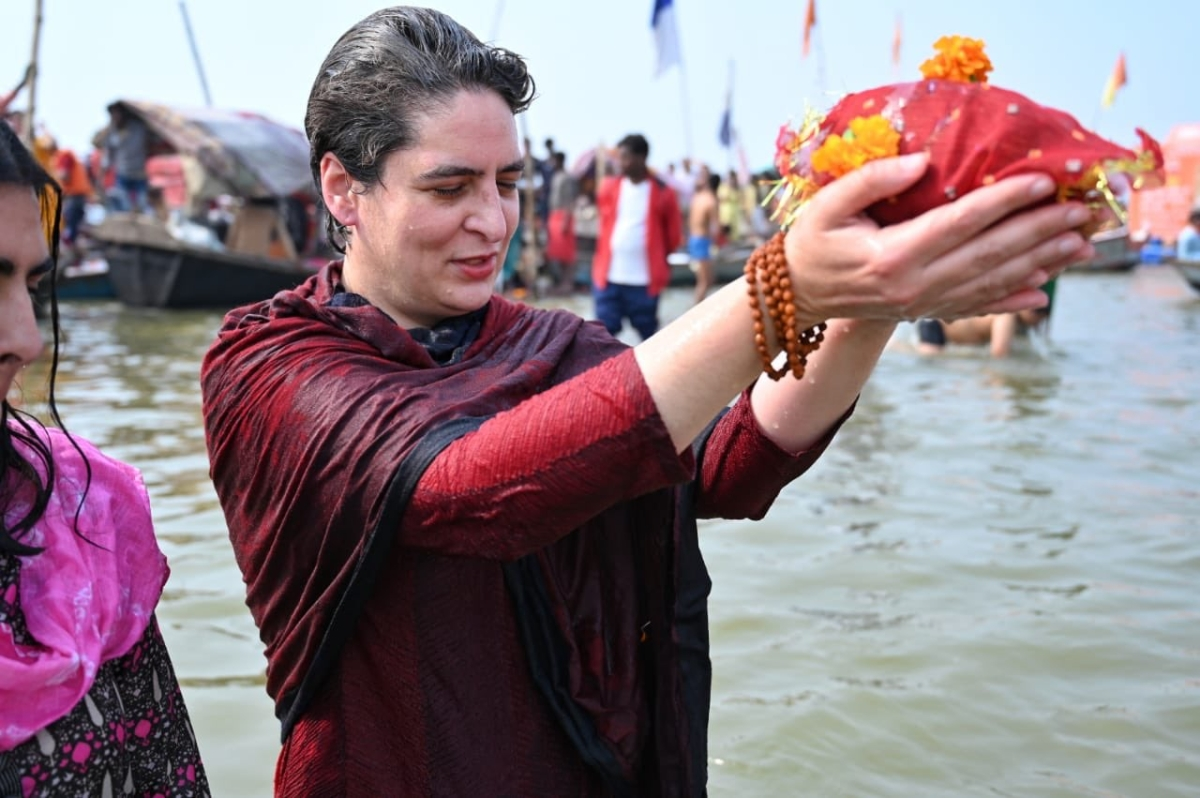 UP: Priyanka Gandhi takes holy dip in Sangam on 'Mauni Amavasya', performs puja