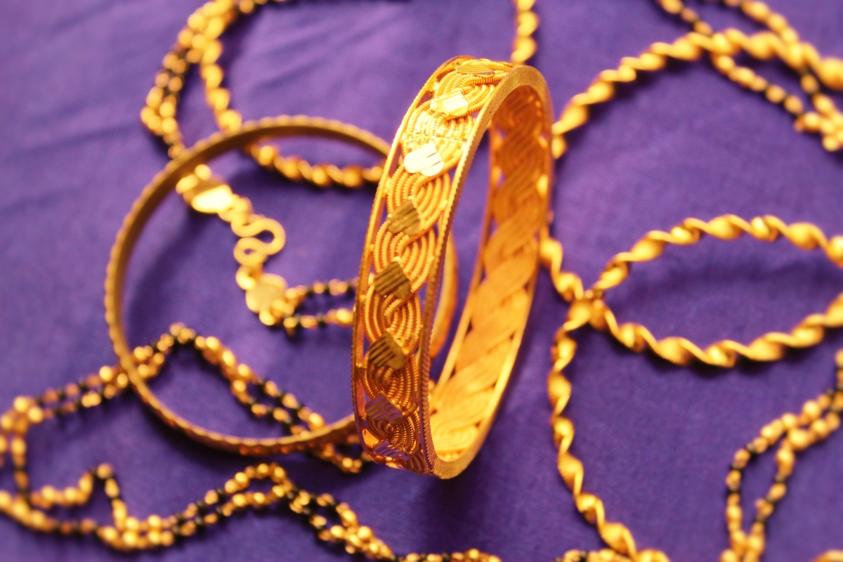 Govt to implement mandatory gold hallmarking from June 1