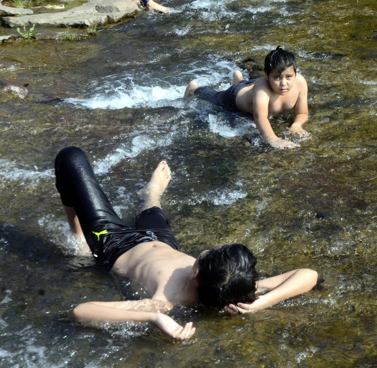 Madhya Pradesh: People troop to dams, ponds as heat increases discomfort