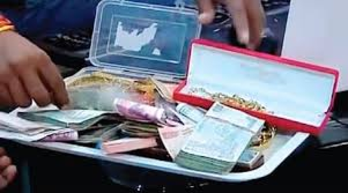 Mandsaur: Lokayukta raid unearths cash, jewellery at cooperatives manager's house