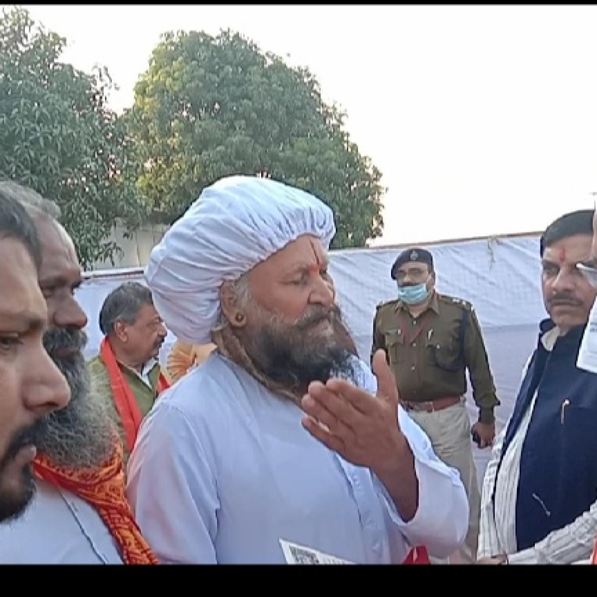 Ujjain: Seers meet CM; threaten dharna if river Khipra is not cleaned