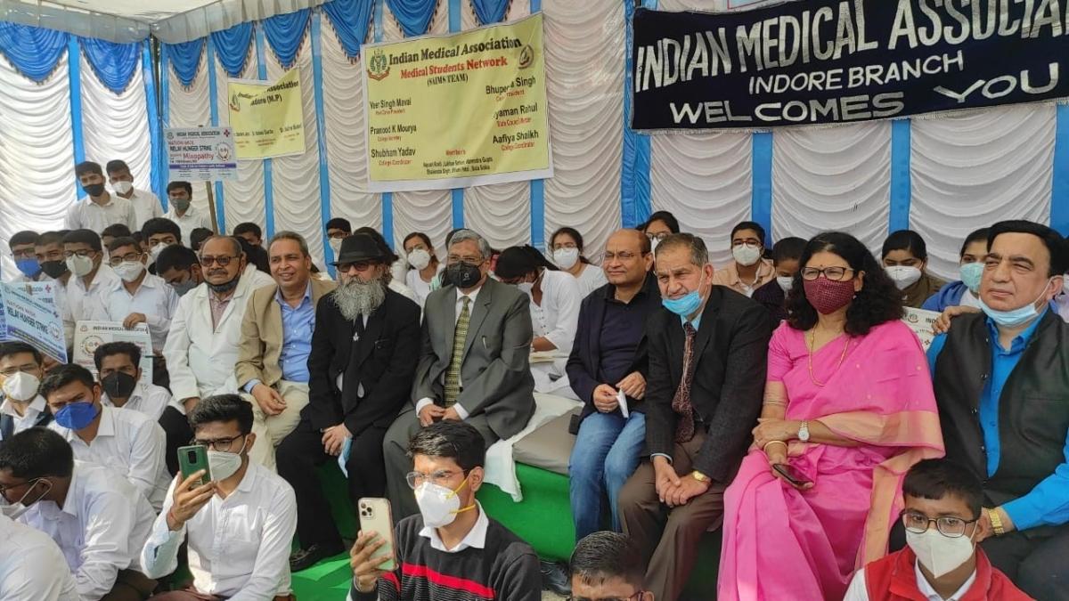 Indore: IMA hunger strike against mixopathy