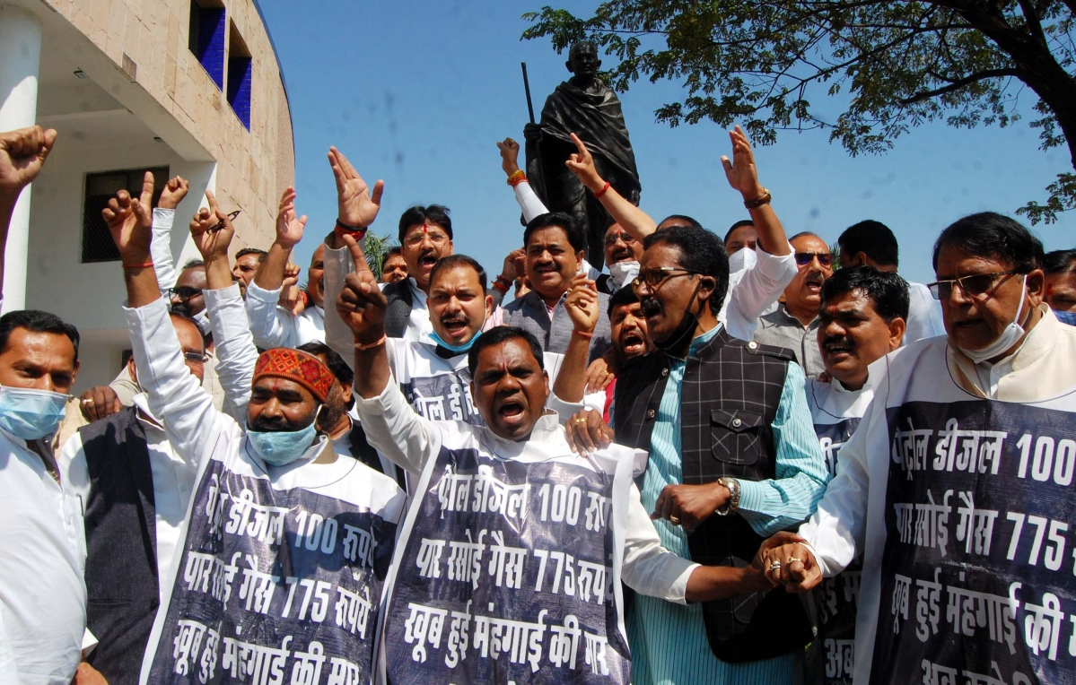 Madhya Pradesh: Govt's income from fuel has increased by Rs 6,200 cr in 10 years