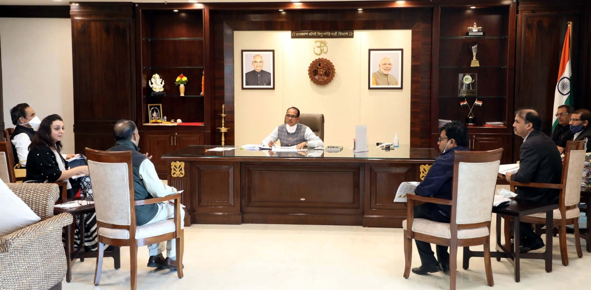 A delegation of Trident Group led by Chairman Rajendra Gupta calls on Chief Minister Shivraj Singh Chouhan in Bhopal on Monday.