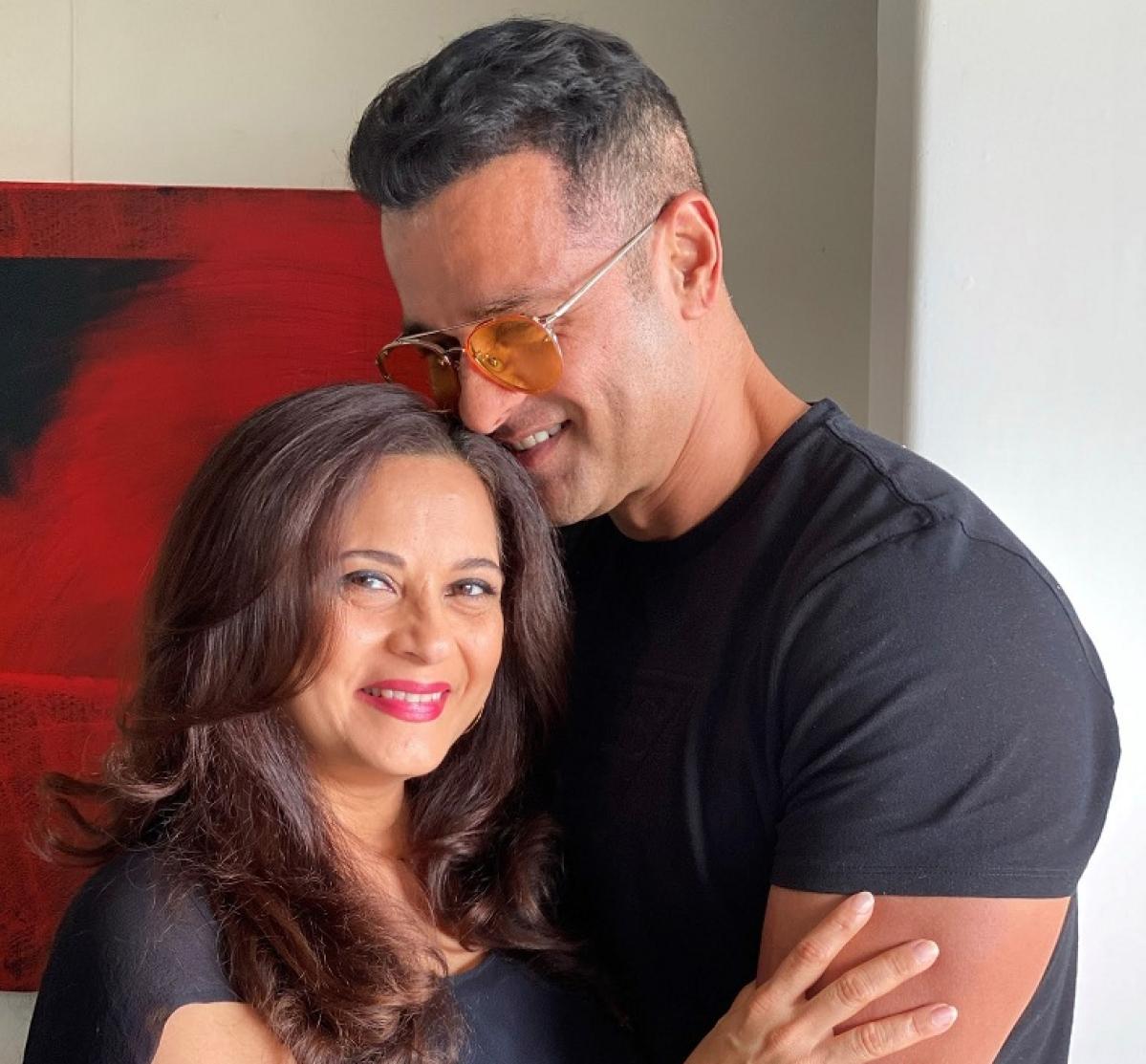 Manasi Joshi Roy and Rohit Roy