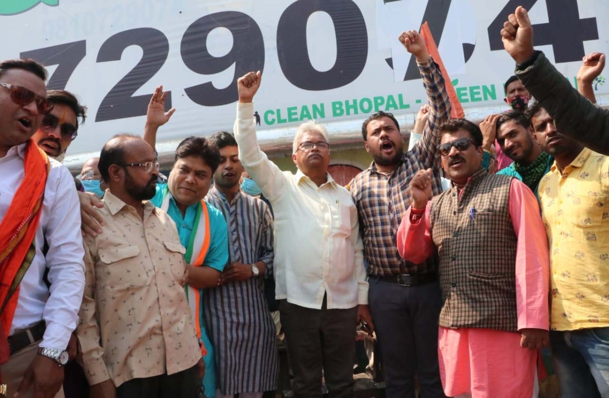BJP leader Surendra Nath leads protest against hooka lounge in MP Nagar on Valentine's Day on Sunday.