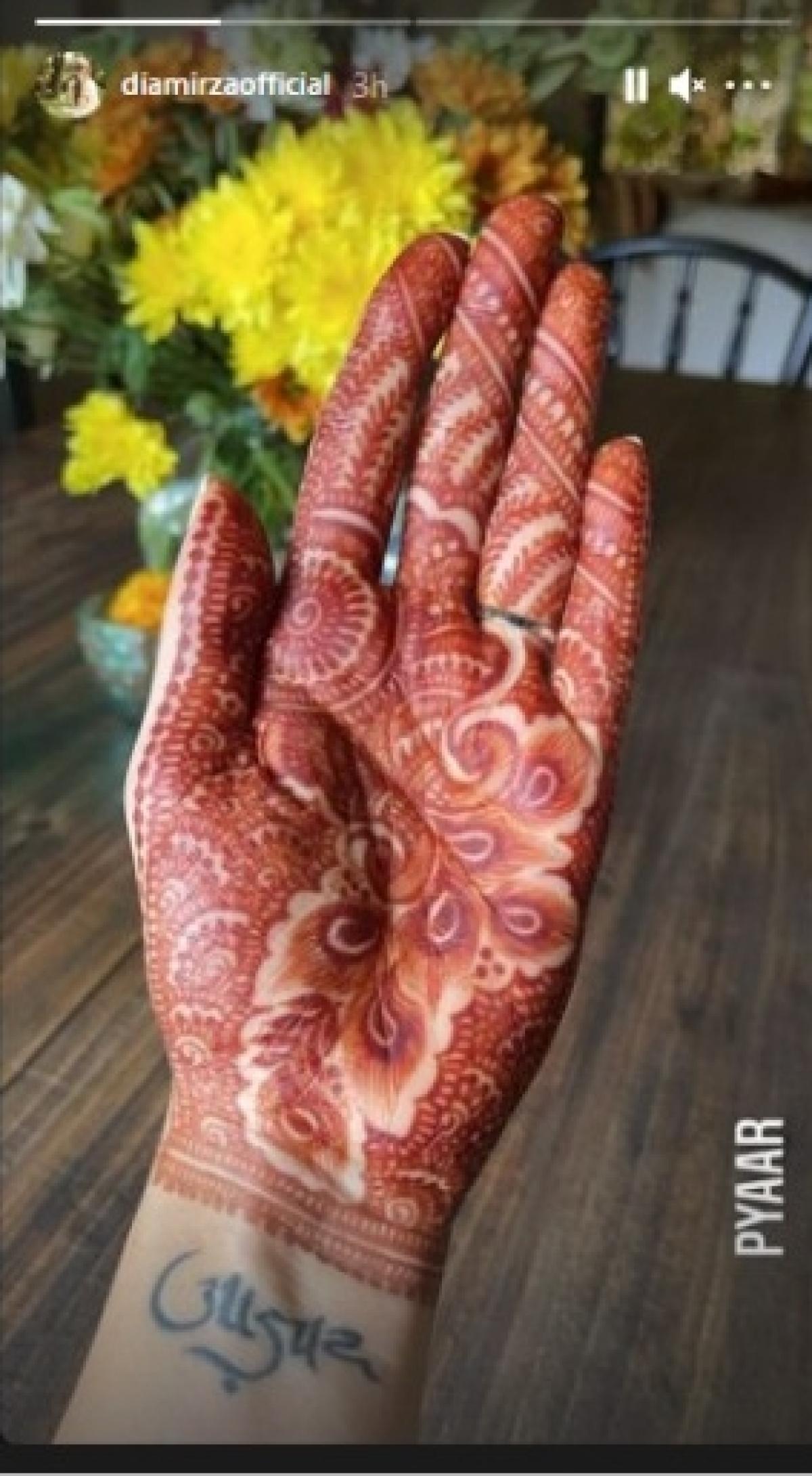 Dia Mirza flaunts her mehendi, bride-to-be sash ahead of wedding with Vaibhav Rekhi