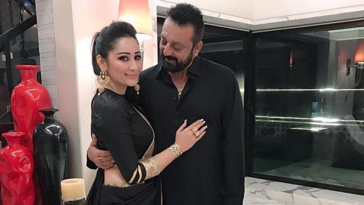 Sanjay Dutt pens an adorable note on 13th wedding anniversary to wife Maanayata