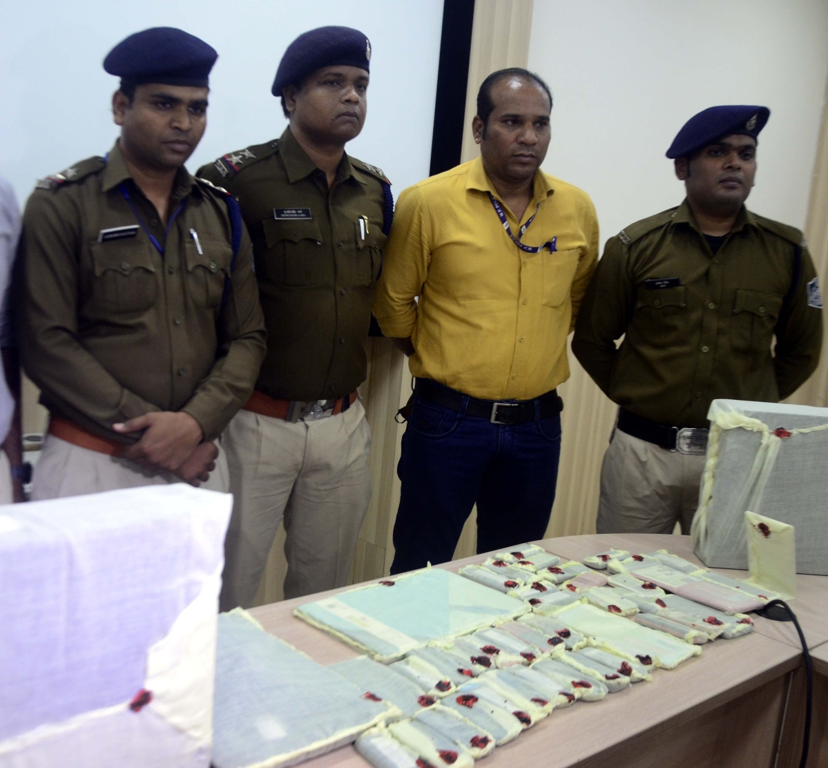 Bhopal: Cyber cell busts gang of share trading fraudsters