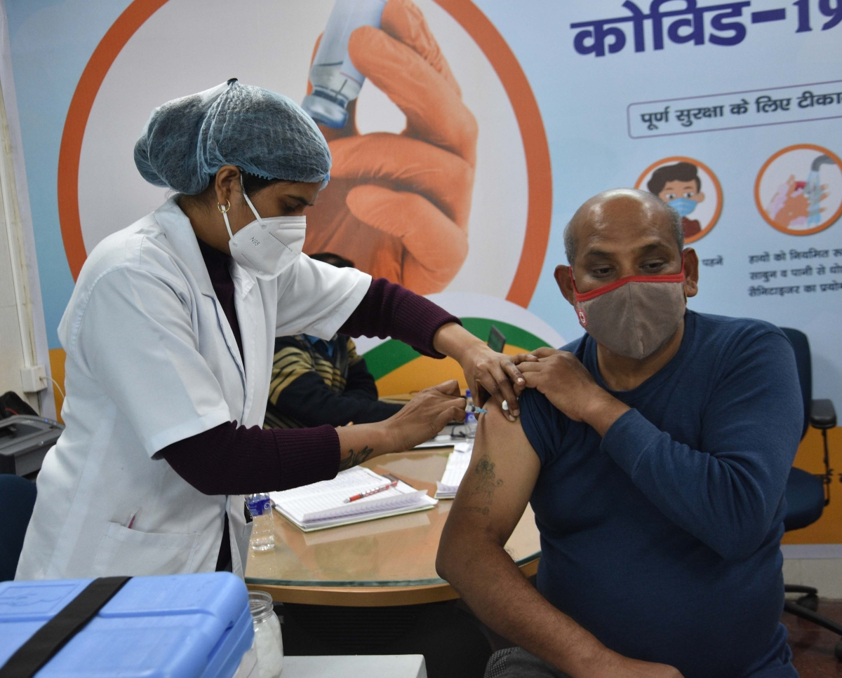 Madhya Pradesh vaccination drive: Health dept is inviting frontline workers beyond session site capacity