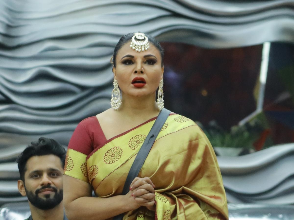 'Bigg Boss 14' finalist Rakhi Sawant shares pics of her ailing mother, urges fans to pray for her