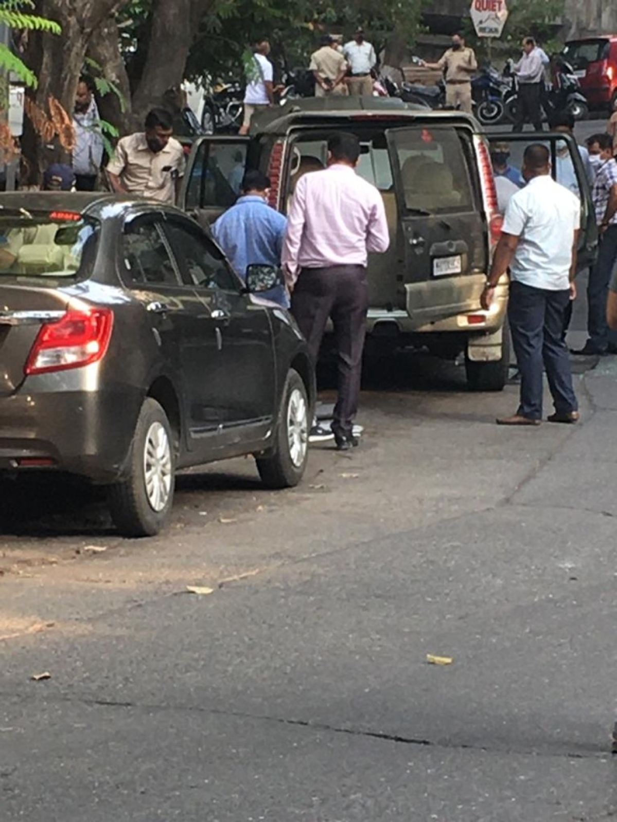 Mumbai: SUV with 20 gelatin sticks found outside Mukesh Ambani's home Antilia; investigation transferred to Crime Branch