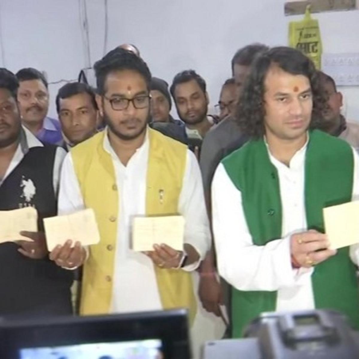 Tej Pratap Yadav sends 50,000 'Azadi Patra' to President for Lalu's release