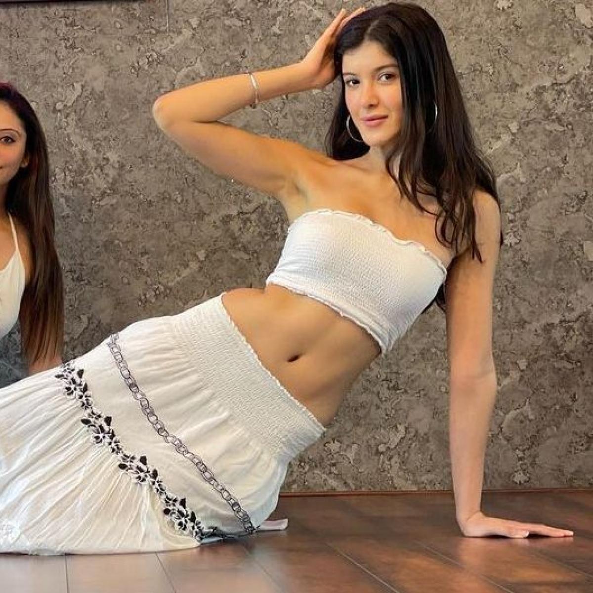 Watch: Shanaya Kapoor borrows bestie Suhana Khan's skirt for belly dancing lesson