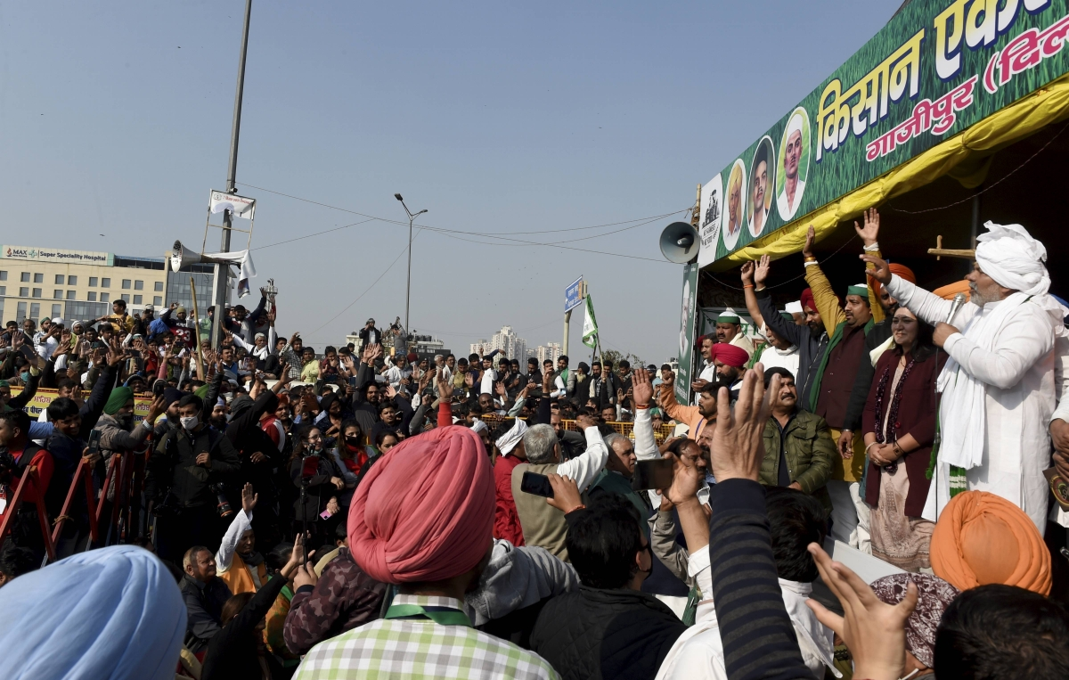 Farmers' Protest: BKU forces RLD, SP leaders to sit on ground to ensure stir remains apolitical