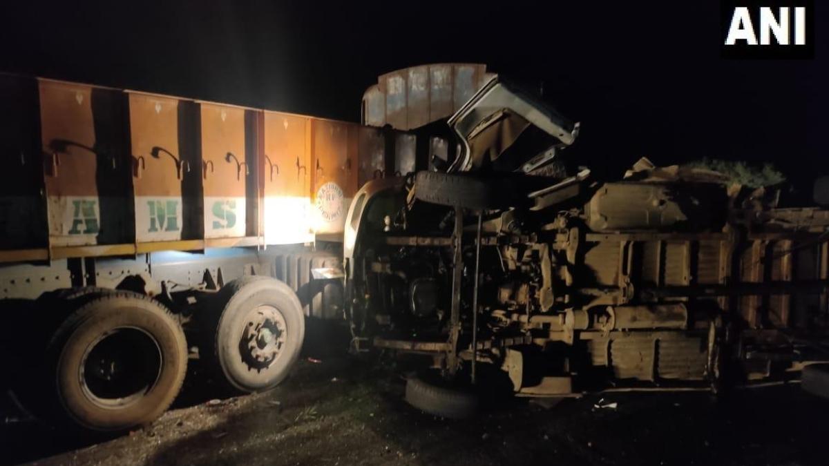 Andhra Pradesh: 14 killed, 4 injured in collision between bus, truck in Kurnool