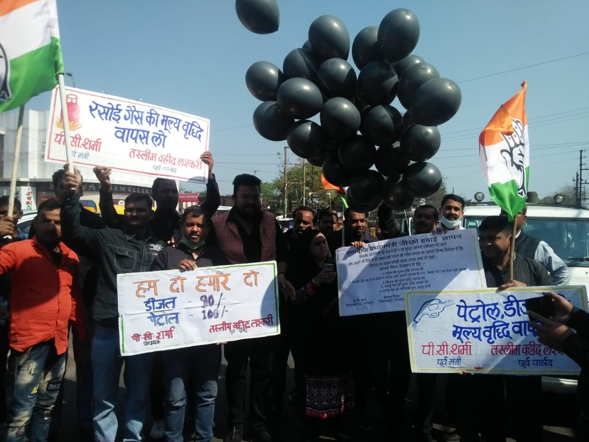 Congressmen protests during the bandh in Bhopal on Saturday