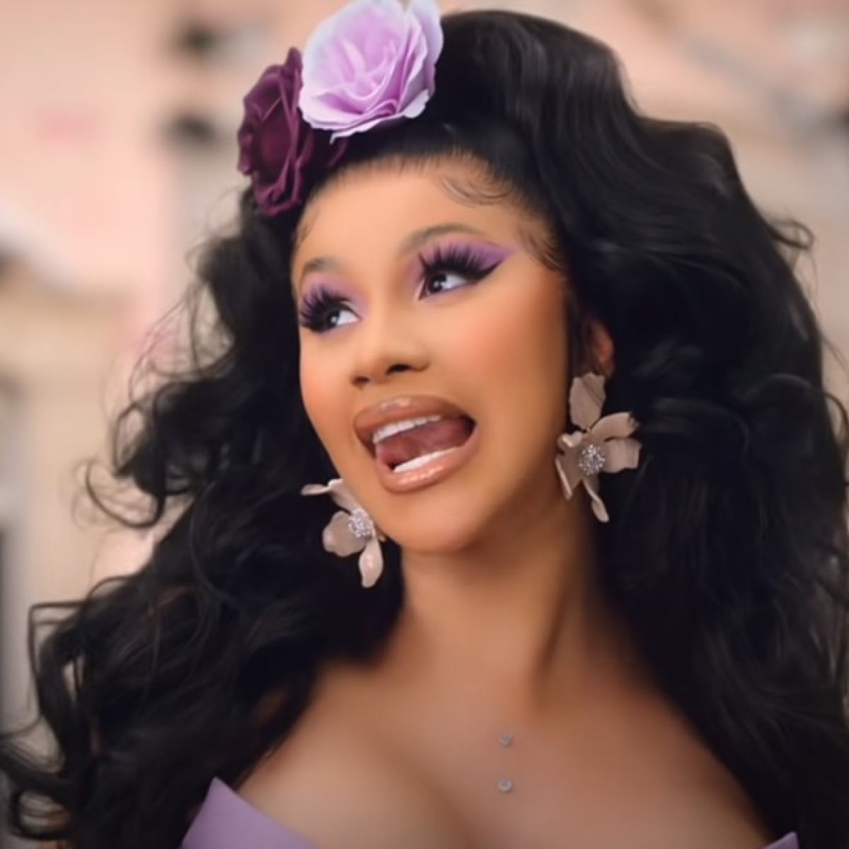 Watch: Rapper Cardi B plays Lata Mangeshkar's 1981 song 'Kaliyon Ka Chaman' in her latest video