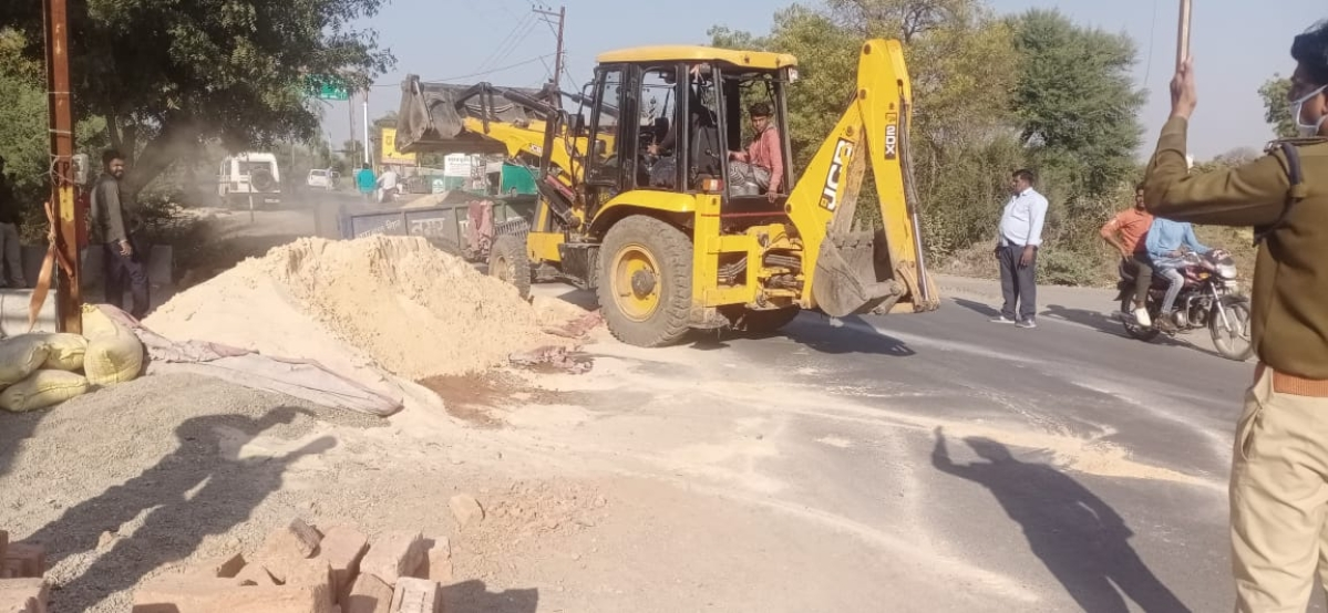 Roads were cleared of encroachments in Alot on Sunday