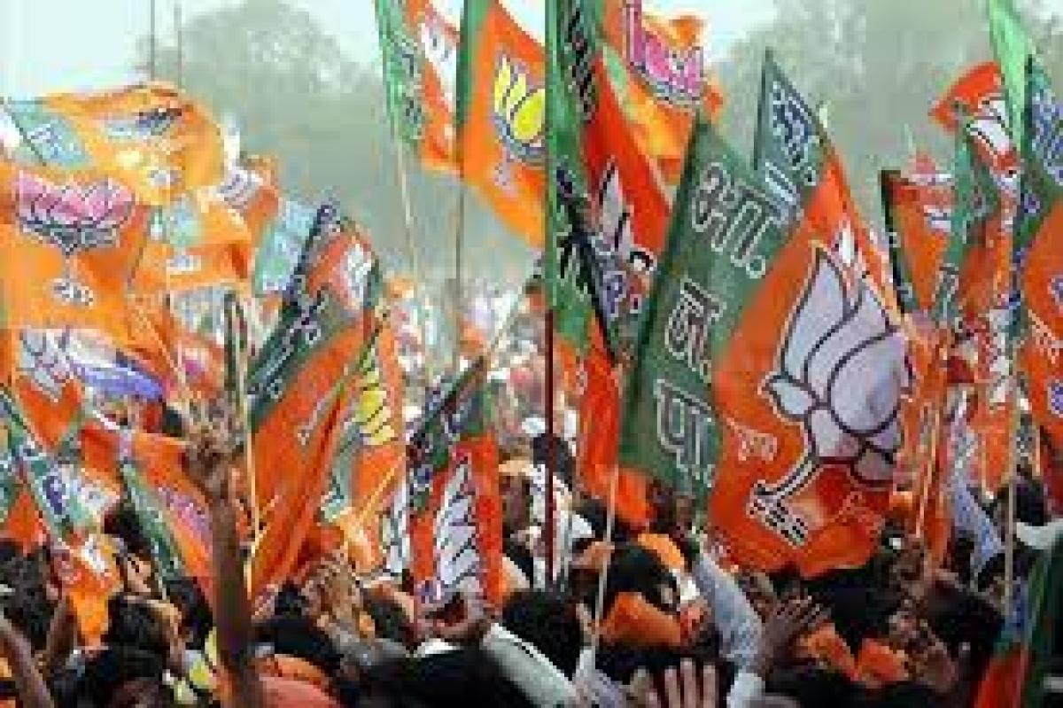 Madhya Pradesh: BJP Mahila Morcha protests against ex-minister's remarks on Kangana Ranaut, submits memorandum in Betul