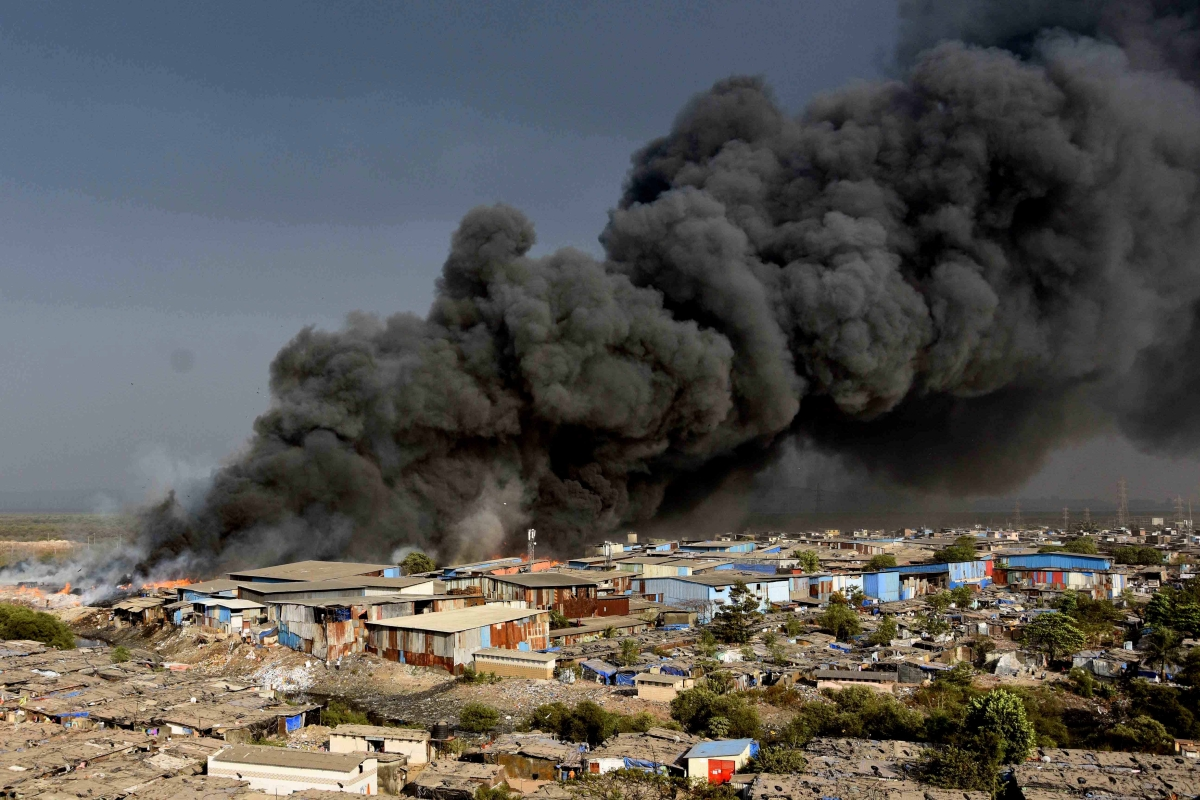 Mumbai: Massive fire in Mankhurd, slums gutted
