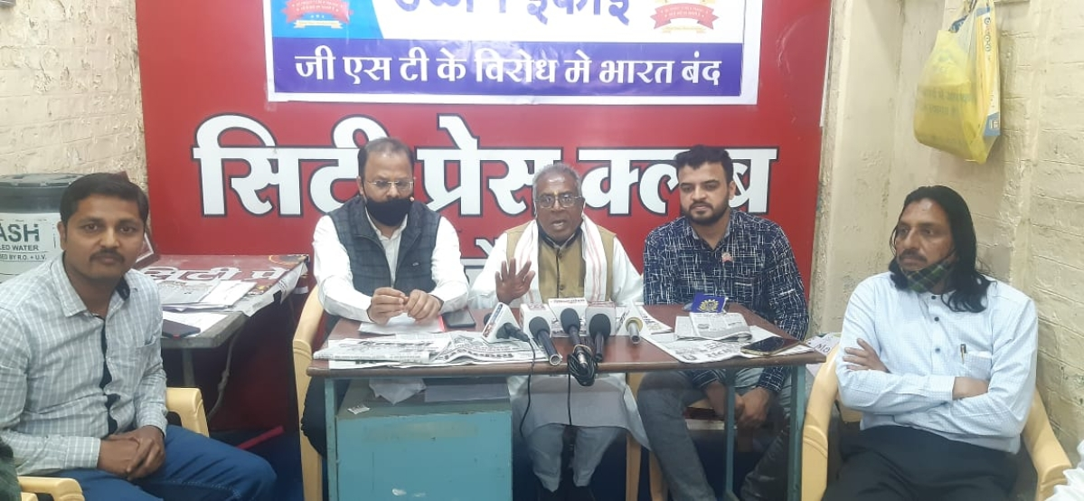 Office-bearers of the Confederation of All India Traders address a press conference