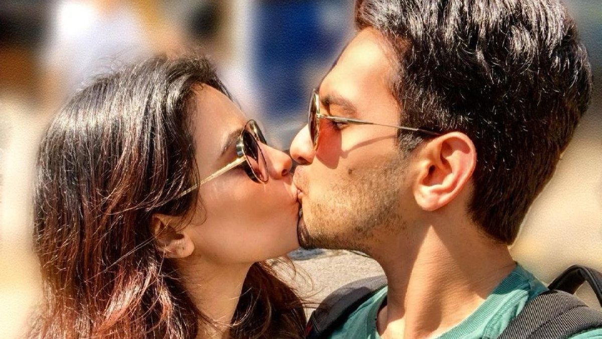 Aditya Narayan shares romantic liplock with wife Shweta Agarwal, but his caption is the real deal
